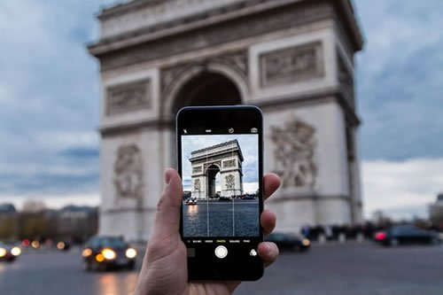 Image of hand with iPhone in Paris