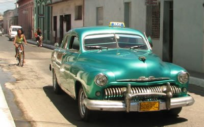 Image of old car in Cuba