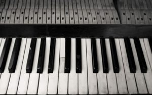 Image of a piano keyboard