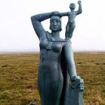 Image of statue of Viking woman