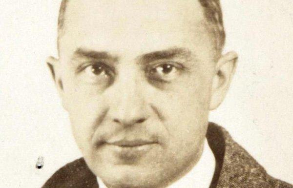 William_Carlos_Williams_passport_photograph_1921-web