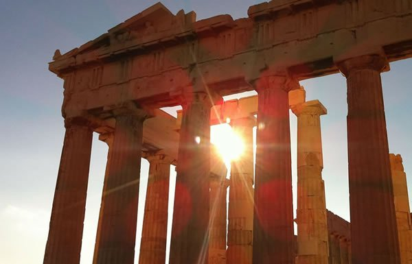 Image of the Parthenon in sunlight