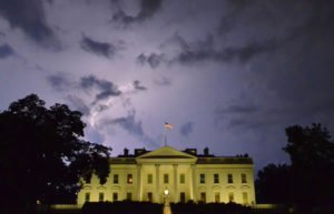 Image of the White House in thunderstorm