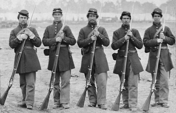 Image of Civil War soldiers with rifles
