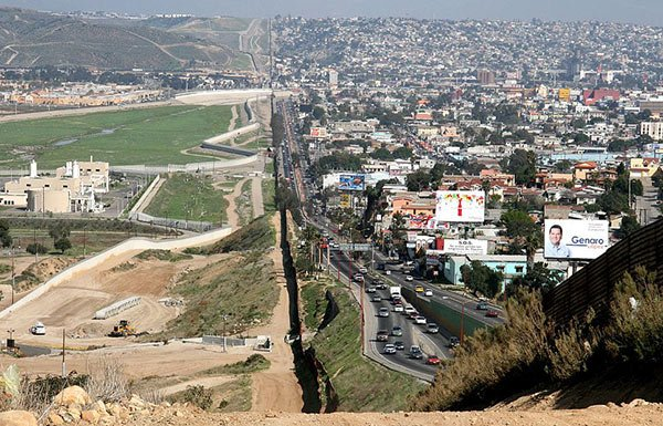 Image of US/Mexico border